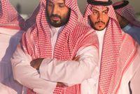"""ولي العهد الأمير """"محمد بن سلمان"""" أثناء دفن عمّه الأمير بندر"""