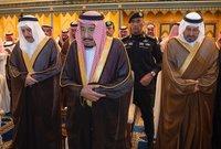 """الملك """"سلمان"""" يشارك في صلاة الجنازة علي شقيقه الأمير بندر بن عبدالعزيز في المسجد الحرام"""