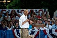كما نجح أوباما في حصد شعبية كبيرة للغاية لدى الأمريكيين بعد مجموعه من الإصلاحات الداخلية التي نالت رضا الشعب كان أبرزها مشروع التأمين الصحي الذي استفاد منه ملايين الأمريكيين