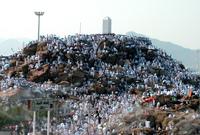 الوقوف على الجبل من واجبات الحج، حيث قال رسول الله صلى الله عليه وسلم: «وقفت ها هنا بعرفة وعرفة كلها موقف»