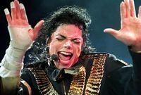 وعرف عن مايكل تبرعه الدائم للجمعيات الخيرية وظهر ذلك جلياً بعدما تعرض لحرق من الدرجة الثالثة  أثناء قيامه بإعلان لشركة بيبسي وحصل على تعويض بمبلغ 1.5 مليون دولار تبرع به بالكامل