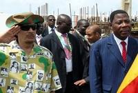 كما حرص على ارتداء قمصان بها زعماء أفريقيا خلال زياراته المتعددة للدول الأفريقية المختلفة