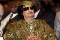 أما بالنسبة لأزياءه التي كان يرتديها في أغلب المناسبات الرسمية والعربية فكان تتسم بغرابة ألوانها وتصميمها