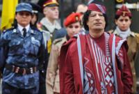 كان يحرص دائمًا على إبراز العنصر البدوي الليبي بها لكنه كان يبالغ سواء في التصميم أو الألوان الفاقعة التي كان يرتديها