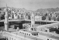 حصلت قوات الأمن السعودي على فتوي تجيز لهم مقاتلتهم في الحرم المكي ليشتبكوا مع رجال الجهيمي ويسقط قتلى من الجانبين حيث استشهد 17 رجل أمن سعودي وأصيب عدد آخر منهم