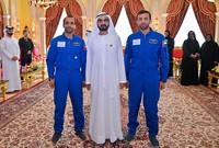 صورة لهزاع المنصوري وسلطان البيادي مع الشيخ محمد بن راشد آل مكتوم حاكم دبي