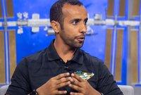 أوضح هزاع أنه سيأخذ علم الإمارات معه في رحلته الفضائية بجانب صورة عائلته وصورة للقاء الشيخ زايد برواد رحلة أبوللو لأنها كانت السبب في شغفه بالفضاء