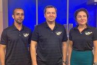 صورة لهزاع مع طاقم الفضاء التي سيغادر معه لمحطة الفضاء الدولية