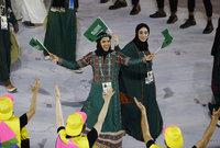 والسماح لهن أبضًا بالحضور مع عائلتهن في الاحتفال باليوم الوطني السعودي