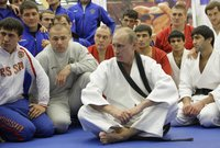 بوتين يقوم بشكل مستمر بالاشتراك في عدد من فعاليات بطولات الجودو كما يشارك في التدريبات الخاصة بها في عدد من المناسبات بل ويقوم بتمرين وتدريب الآخرين كذلك