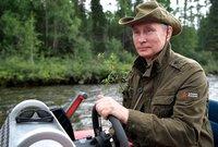 ومن الطبيعي أن يكون الرئيس بوتين مُحبًا لهواية الصيد حيث يقوم بالذهاب للمناطق الطبيعية والجبلية في رحلات صيد من حين لآخر ويعود محملًا بالحيوانات التي قام باصطيادها