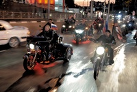 كما يحب كذلك قيادة الدراجات النارية وقام بالمشاركة في إحدى الفعاليات الرياضية في روسيا