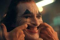 تمرن كثيرًا في منزله على الضحكة الخاصة بشخصية الجوكر ليكتشف إذا كانت هذه الضحكة موجودة بداخله أم لا، لأنه يرى أن ضحكة الجوكر سمة اساسية في شخصيته وأخذت منه وقتًا طويلاً
