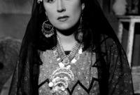 الفنانة المصرية ليلى مراد، تحولت من الديانة اليهودية إلى الإسلام وغيرت اسمها من «ليليان موردخاي» إلى ليلى مراد في الوثائق الرسمية