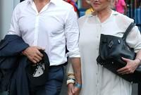 وتزوج الثنائي عام 1996 عقب عام واحد من معرفتهما ببعض حيث تعرف جاكمان على ديبورا أثناء تصوير مسلسل عام 1995
