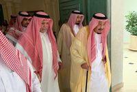 الملك سلمان بعد أداءه لواجب العزاء