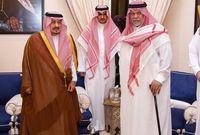 الأمير فيصل بن بندر بن عبد العزيز أمير الرياض مع الأمير بندر
