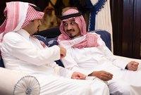 الأمير مشعل بن سلطان بن عبد العزيز والأمير خالد بن بندر بن سلطان بن عبد العزيز في العزاء