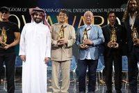 واحتضنت العاصمة السعودية الرياض يوم الأحد الماضي حفل توزيع جوائز صناع الترفيه بحضور عدد كبير من نجوم الفن والإعلام وعدد من مشاهير السينما أبرزهم جاكي شان وفان دام وشاروخان ونخبة من نجوم الوطن العربي