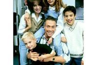 أما عن الحياة الشخصية، فقد تزوج فان دام 5 مرات، نتج عنها 3 أطفال عمل 2 منهم في مجال التمثيل
