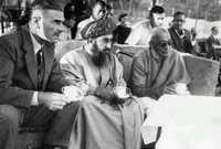 قيل عن فترة السلطان سعيد أنها كانت فترة الانغلاق الكبير على المجتمع العماني فكان من الصعب معرفة ما يدور حول العالم بالنسبة للشعب العماني وكذلك الأمر من الصعب معرفة أحوال الشعب العماني للعالم