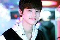 العضو الأول «يونجون»، من مواليد عام 1999 وموقعه في الفرقة هو رابر وراقص، وهو لا يزال في المدرسة الثانوية