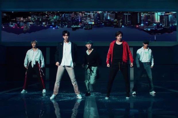 فرقة TXT هي فرقة كورية جنوبية، وتعد الفرقة الثانية تحت قيادة وكالة «بيغ هيت» بعد فرقة «بانقتان»، وتتكون من 5 أعضاء