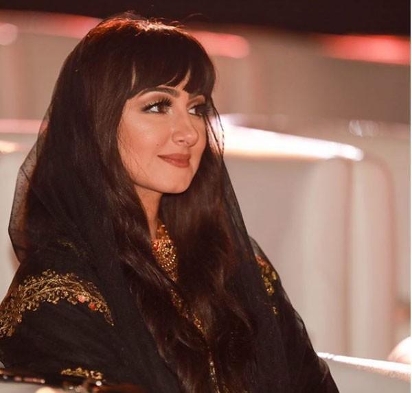 هيفاء حسين ولدت في 22 أكتوبر 1979 بمدينة المحرق بالبحرين، وتُقيم في العاصمة الإمارتية أبو ظبي