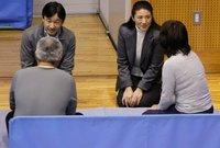 """""""ناروهيتو"""" مهتم بالقضايا البيئية وبشكل خاص قضايا الماء الصالح للشرب، وكان الرئيس الفخري للمنتدى العالمي الثالث للمياه عام 2003، كما أنه مهتم بشؤون المتضررين من الزلازل في اليابان، هو أيضا نائبًا فخريًا لرئيس جمعية الصليب الأحمر الياباني منذ عام 1994"""