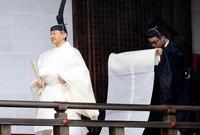الإمبراطور في اليابان هو رمزا للهوية الوطنية فقط ولا يتدخل في العمل السياسي، دوره مختصرعلى  مقابلة السفراء الأجانب وحضور حفلات الاستقبال الرسمية
