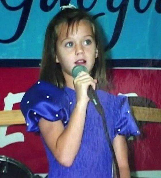 المعنية الأمريكية كاثرين إليزابيت هدسون، وشهرتها «كاتي بيري» من مواليد 25 أكتوبر عام 1984، ونشأت في كاليفورنيا في بلدة سانتا باربارا
