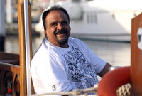 وحصل داوود على الجنسية الكويتية في عام 2001 بمنحة من الشيخ جابر الصباح أمير الكويت 