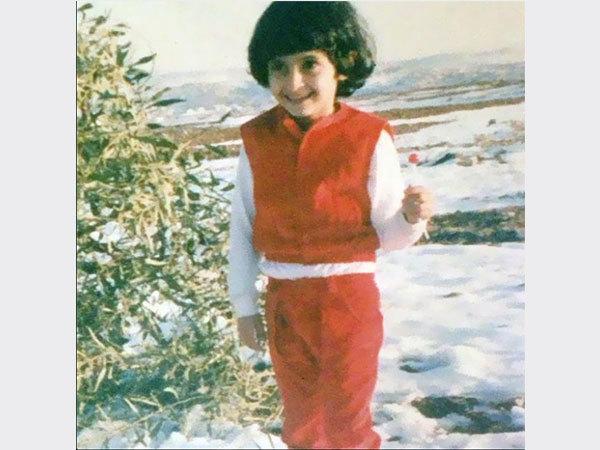 علا الفارس ولدت في 6 نوفمبر 1985 بالأردن من أصل فلسطيني، وهي ابنة السياسي تحسين الفارس نائب في البرلمان الأردني ومستشار الرئيس الفلسطيني الراحل ياسر عرفات