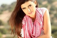 هي ثاني أكثر الأردنيات متابعة على تويتر بعد الملكة رانيا، وتستخدم مواقع تواصلها الاجتماعي لدعم العديد من المبادرات الإنسانية والخيرية