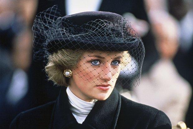 منذ 20 عاما، وتحديدًا يوم 31 أغسطس، رحلت الأميرة ديانا عن عالمنا في حادث سيارة، وهي برفقة «دودي الفايد»