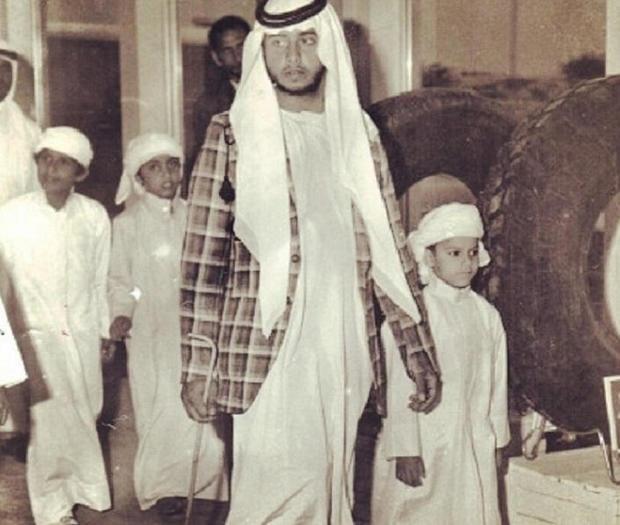 ولد الشيخ سلطان بن زايد بن خليفة آل نهيان عام 1955 وهو ثاني أبناء الشيخ زايد