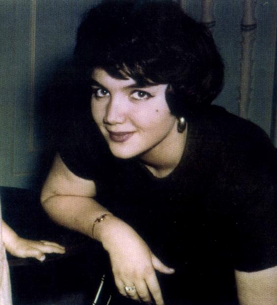 ولدت الأميرة منى الصلح في أواخر ثلاثينيات القرن الماضي لأسرة الصلح وهي أحد أعرق الأسر اللبنانية ولها باع طويل في عالم السياسة