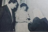 تعرفت على الأمير طلال بن عبد العزيز آل سعود لأول مرة حين كان يقوم بزيارة إلى لبنان مطلع الخمسينيات لتشد انتباهه ويقوم بطلب يدها للزواج