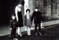 في عام 1968 انفصلت الأميرة منى الصلح عن الأمير طلال بن عبد العزيز  بعد زواج استمر 14 عامًا دون أن يتم معرفة أسبابه