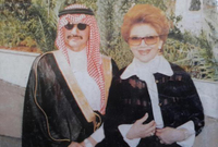 لم تظهر الأميرة منى الصلح في الإعلام إلا في مرات نادرة للغاية طيلة أكثر من 5 عقود وكان جميع تلك المرات بصحبة ابنها الأمير الوليد