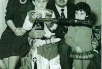 الأميرة منى الصلح مع الأمير طلال مع أبنائهما الأمير الوليد والأميرة ريما في طفولتهما