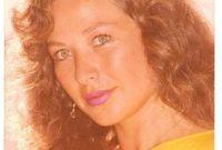 انتقلت إلى مصر في أواخر السبعينيات، ودرست اللغة العربية في كلية الآداب بجامعة القاهرة