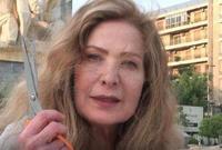 أوفت رغدة بوعدها للجمهور وقامت بقص خصل من شعرها في الساحة ونشرت الصور