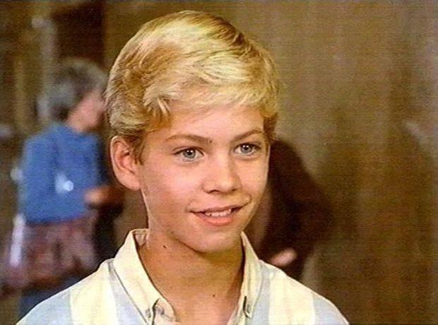 ولد الممثل الأمريكي بول ووكر يوم 12 سبتمبر عام 1973 لأم عارضة أزياء وأب مقاول صرف صحي