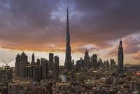 كما شهدت نهضة حضارية ومعمارية وثقافية ضخمة حيث أصبحت دبي وأبو ظبي في غضون سنوات قليلة من أهم وأشهر المدن ومن أكثر المدن المتواجد بها ناطحات سحاب في العالم