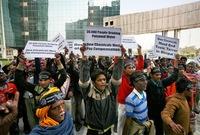 وفي فبراير 1989 أمرت المحكمة العليا الهندية بدفع 470 مليون دولار كتعويضات لأسر الضحايا، وتحملت الحكومة مسؤولية تنظيف المخلفات من الآثار السامة