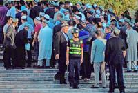 كما أغلقت جميع المساجد في الإقليم وحولتها إلى متاحف للزيارة فقط وقامت بتدنيس المعالم الدينية داخل المساجد حيث يدخلها الزوار الصينيين غير المسلمين بأحذيتهم وبملابس غير محتشمة