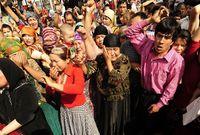 أصبحت نسبة مسلمي الإيغور في الإقليم في الوقت الحالي ما يقارب الـ 45% بعد أن كانت النسبة تتجاوز الـ 80% في العقود الماضية حيث تسعى الصين لتحويلهم إلى أقلية صغيرة من خلال الأساليب التي تقوم بها