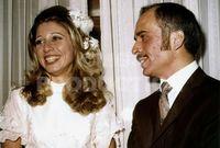 صورة من حفل زفاف الملك حسين والملكة علياء