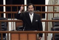 """ذكر الجندي في بداية رسالته أنه كيف رأى العالم بأكمله كيف استقبل صدام حسين حكم إعدامه في المحكمة دون أن يهتز أو يرتجف وإنما صرخ في القاعة  """"يعيش الشعب، تعيش الأمة، يسقط العملاء والغزاة والخونة"""""""